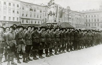 Linz: Youth of the Republican Defense League at the main square