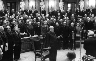 Swearing-in ceremony of President Karl Renner in 1945 (© Bildarchiv Austria)